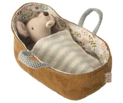 Maileg baby muis in draagwiegje