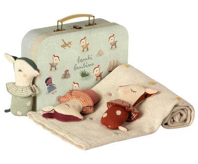 Maileg koffer met babydeken en rammelaars